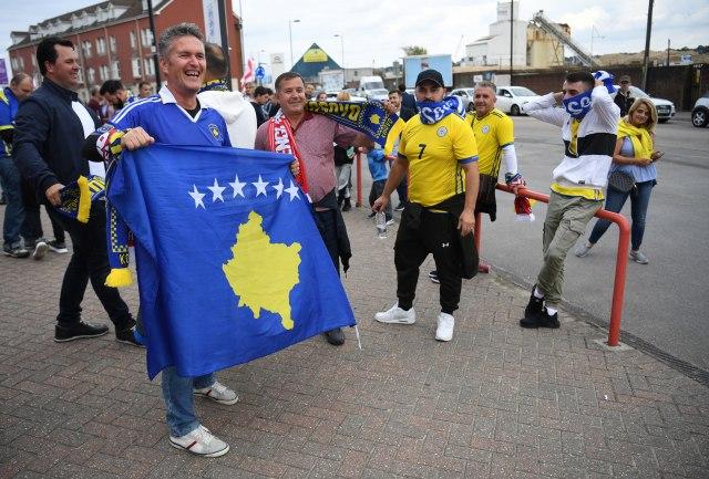 Česi napali navijače tzv. Kosova i podržali Srbiju
