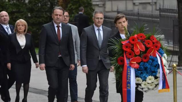 Brnabić i ministri položili venac na mesto ubistva Đinđića