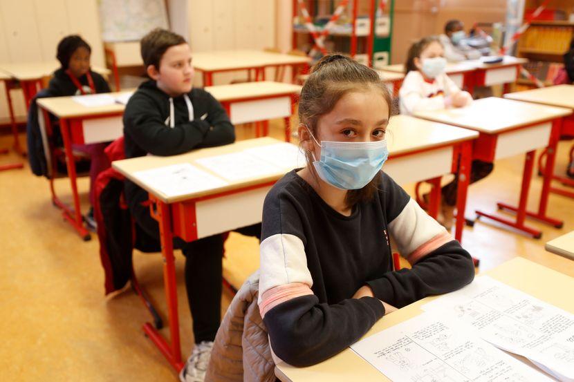 U osnovnim i srednjim školama u Srbiji zaražena 52 učenika