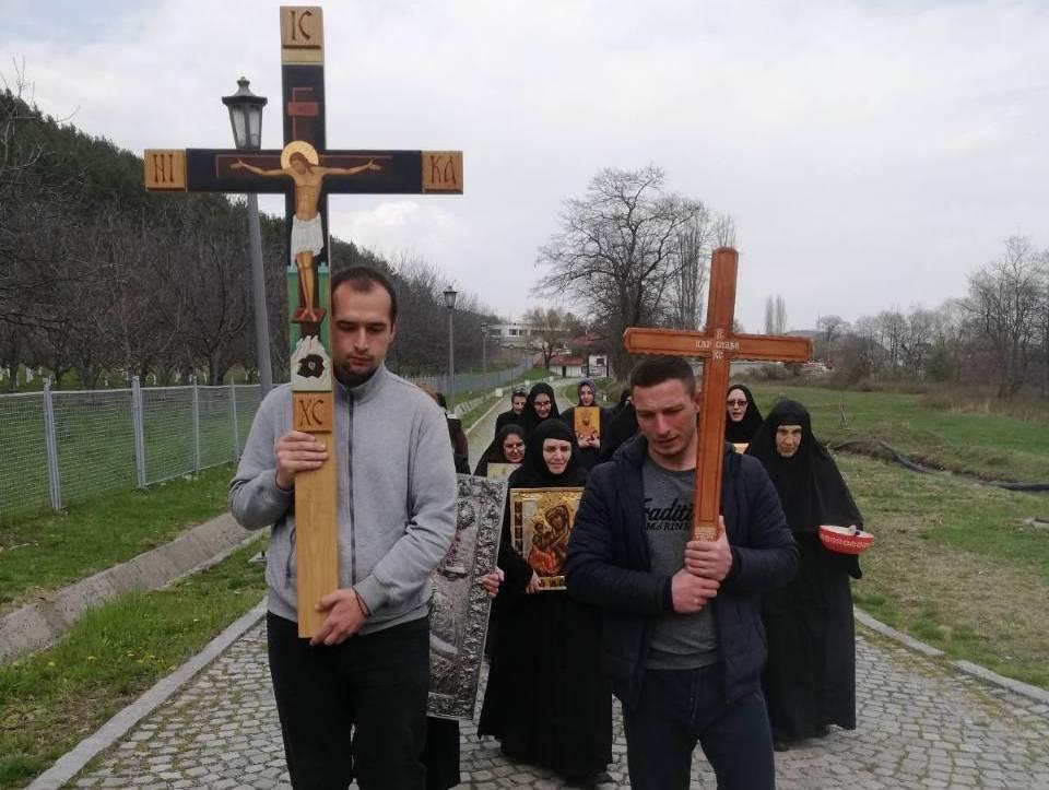 Posle 40 godina ikona Pećke Krasnice ophodila zidine manastira