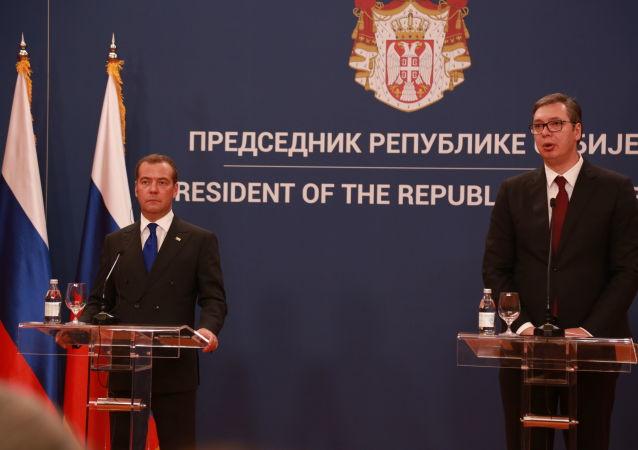 Vučić: Hvala ruskim prijateljima što razumeju težinu pozicije Srbije; Medvedev: Prijateljstvo na pragmatizmu