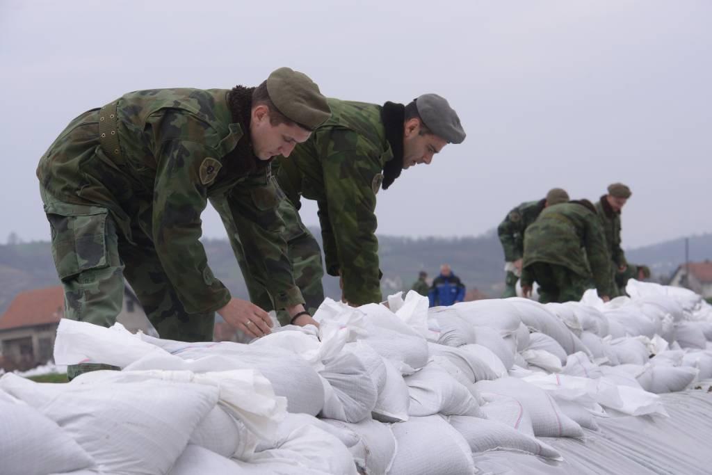 Vojska Srbije spremna da pomogne u odbrani od poplava