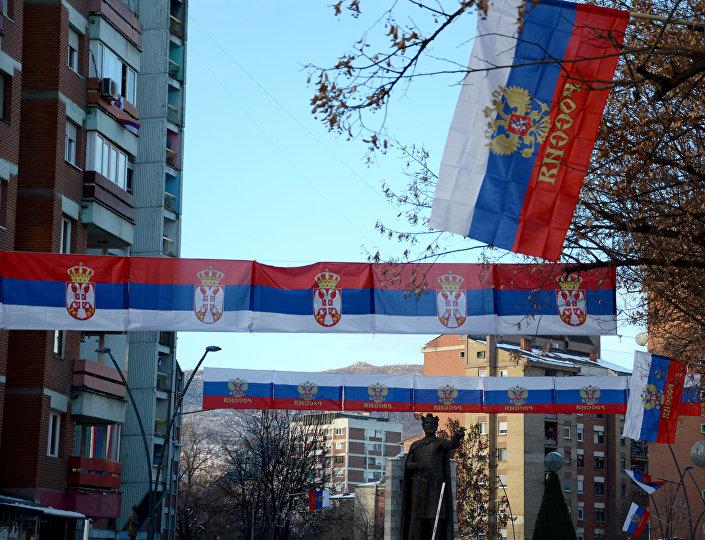 Sever Kosova i Metohije okićen srpskim i ruskim zastavama