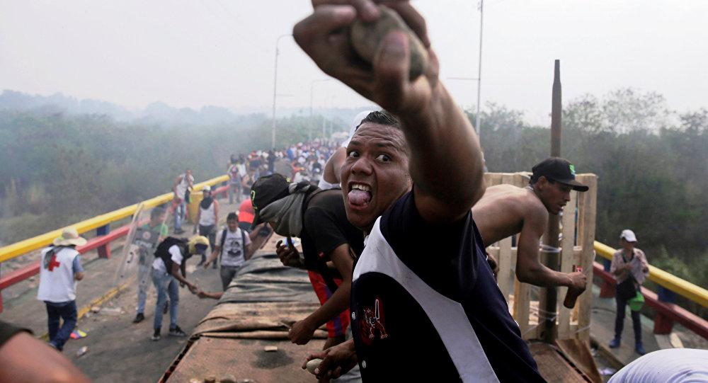 Počeli sukobi opozicije i venecuelanske vojske na granici sa Kolumbijom