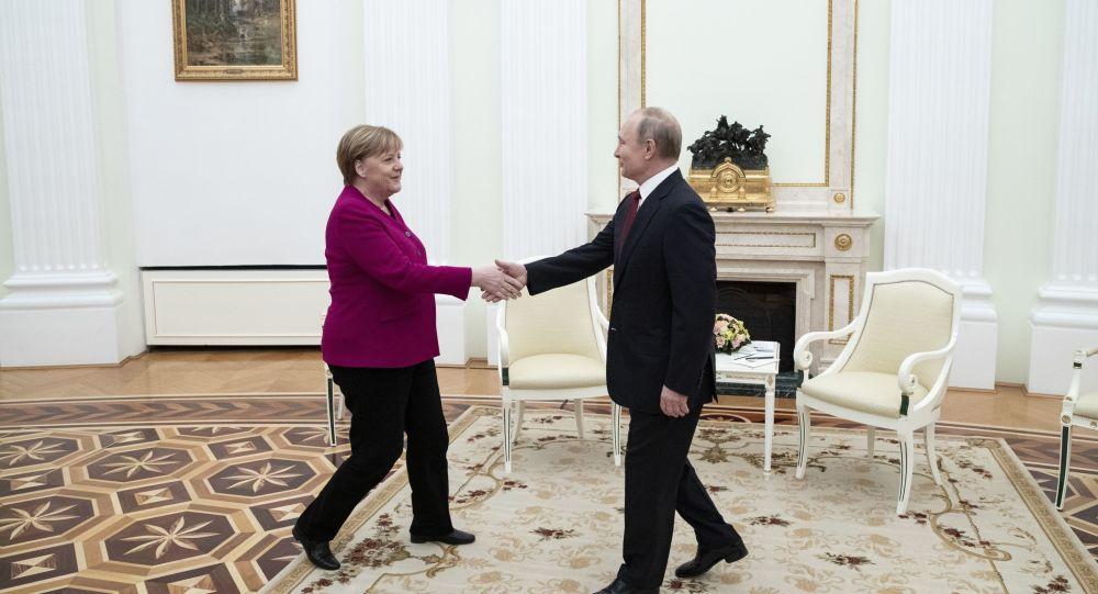 Četiri sata u četiri oka: O čemu su pričali Putin i Merkelova