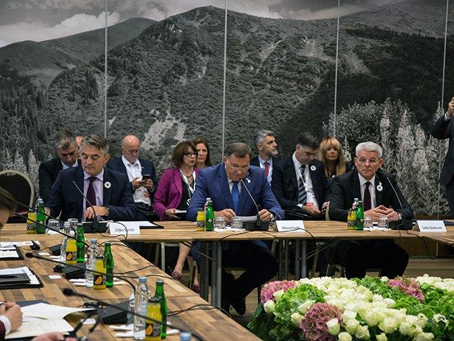 Dodik: Priština da napusti put centra međunarodne pažnje
