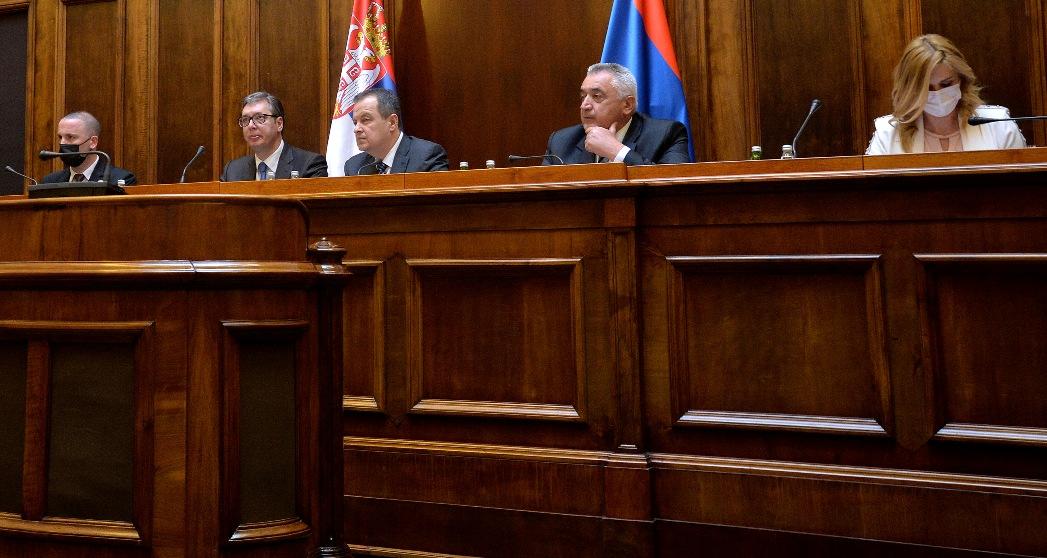 Vučić sa strankama već tri sata u Skupštini