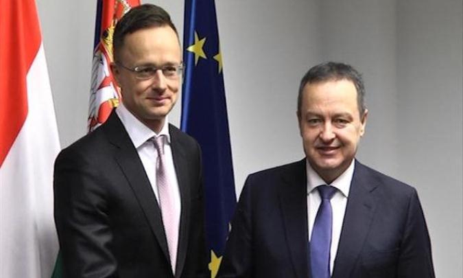 Dačić i Sijarto pred sednicu dveju vlada