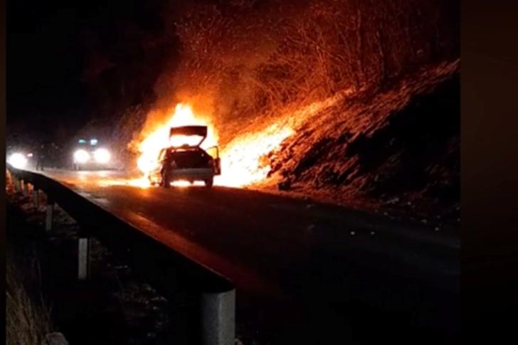 Zapalio se automobil kojim se ekipa