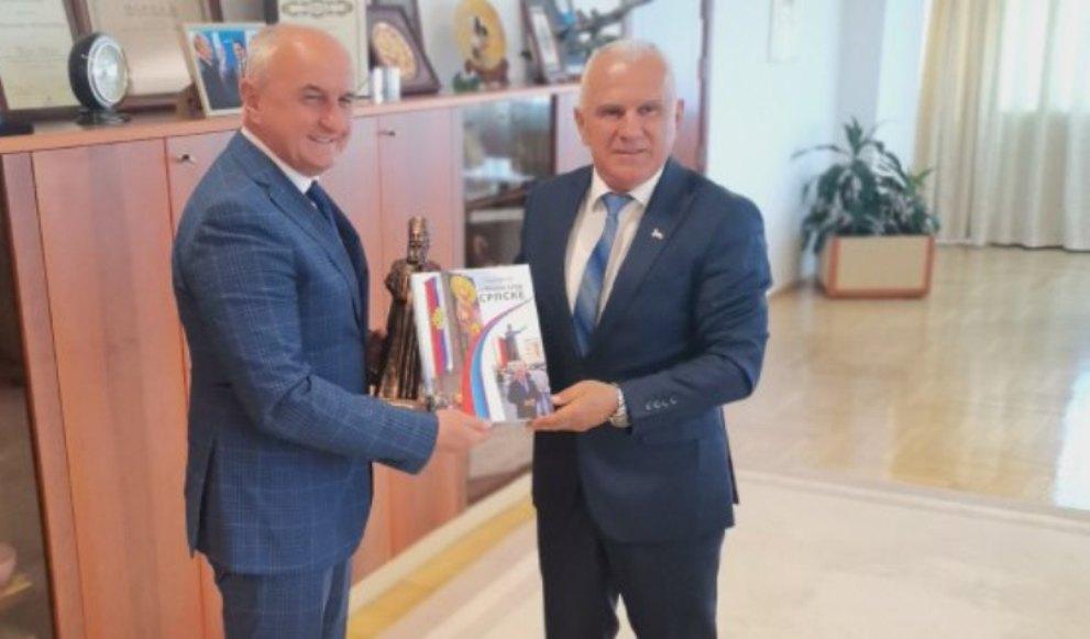 Arlov uručio Đokiću zahvalnicu za doprinos za pomoć Srbima u Kosovskoj Mitrovici