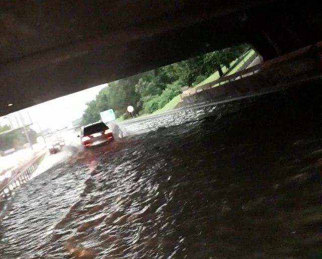 Nevreme u Beogradu, pojedine ulice pod vodom i deo auto-puta poplavljen