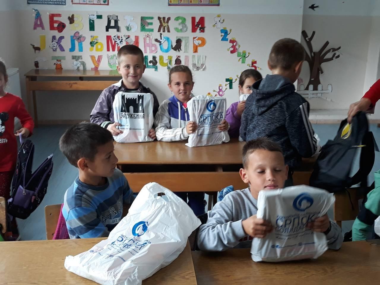 Rančevi i školski pribor za mališane iz Suvog Dola, Crepulje i Drena