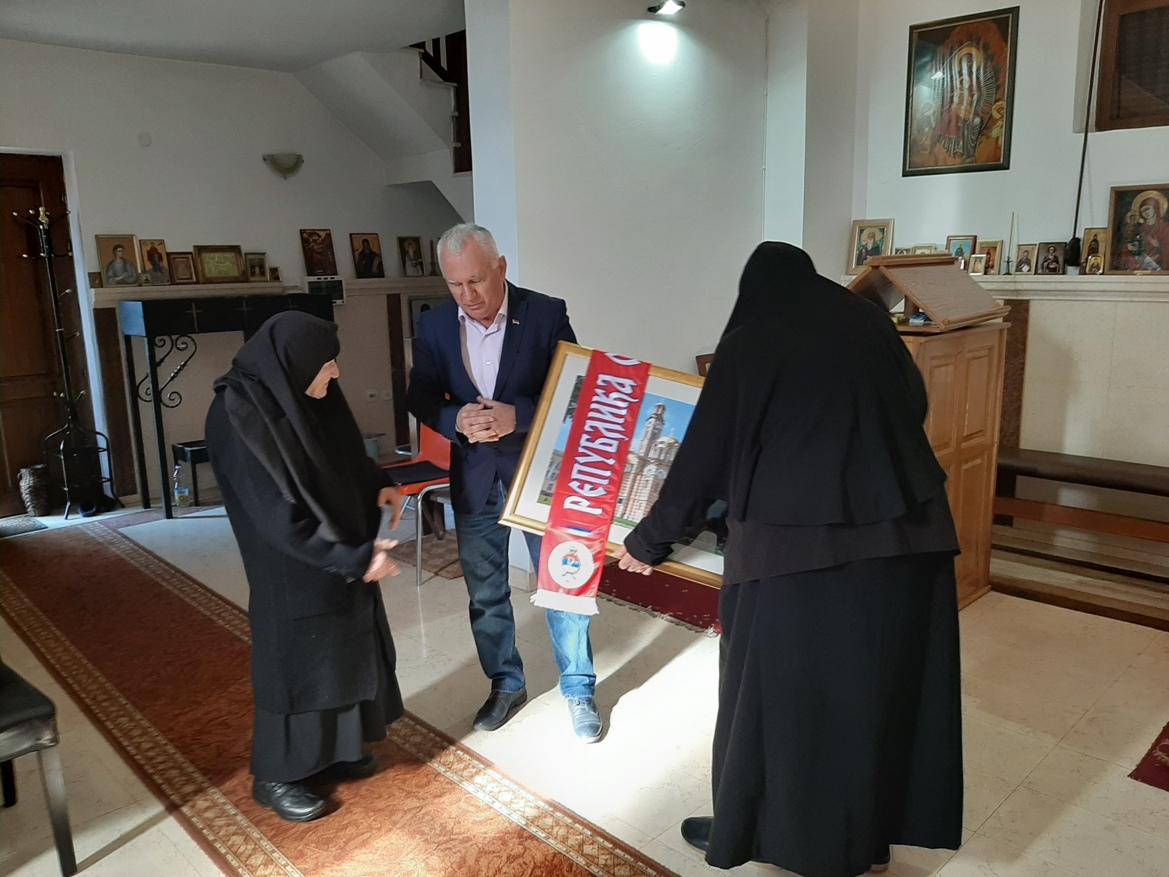 Arlov uručio novčanu donaciju monahinjama hrama u Đakovici