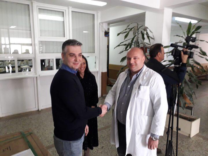 Gradonačelnik Zvečana uručio vrednu donaciju Domu zdravlja Zvečan