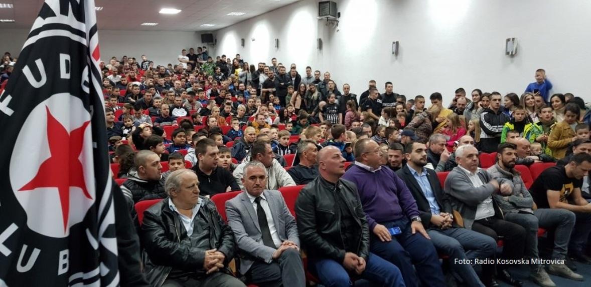 Članovi uprave i fudbaleri Partizana posetili Kosovsku Mitrovicu