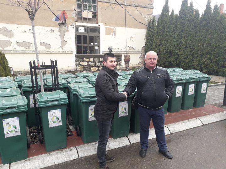 """JKP-u """"Zvečan"""" donacije od NVO u cilju smanjenja divljih deponija i podizanja svesti o reciklaži"""