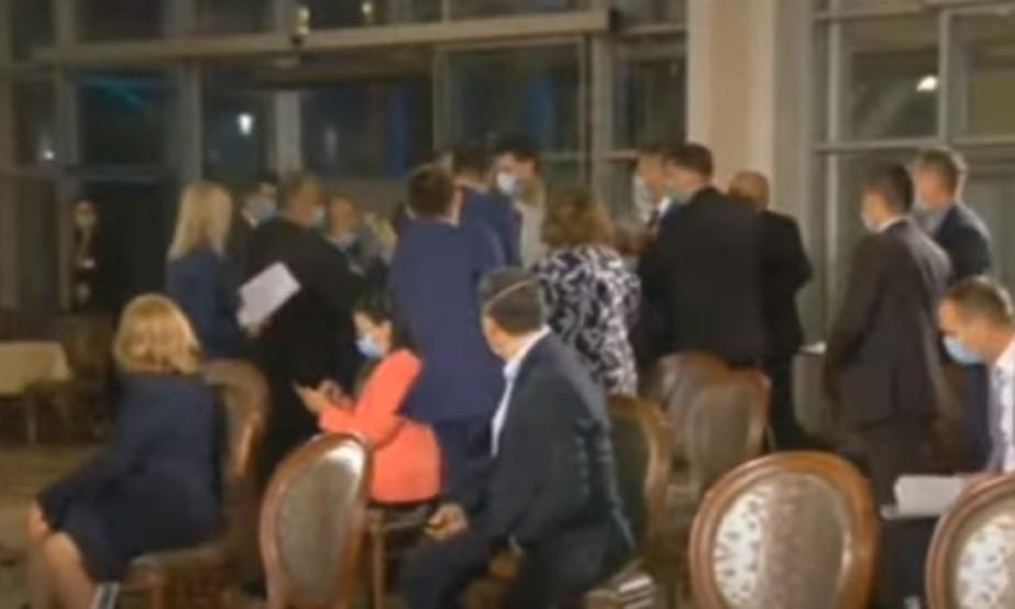 Žestoka rasprava u parlamentu RS: Sednica prekinuta, sprečen veći sukob