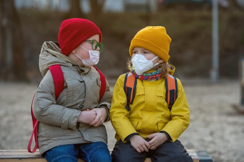 SZO i UN: Deca starija od 12 godina bi trebalo da nose maske