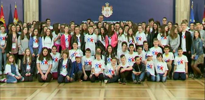 Vučić sa decom iz dijaspore: Ovo je vaša kuća