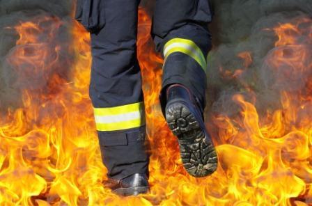 Mediji:Veliki požar na Kvantaškoj pijaci u Nišu, povređena jedna osoba