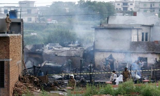 Srušio se vojni avion u Pakistanu, 17 poginulih