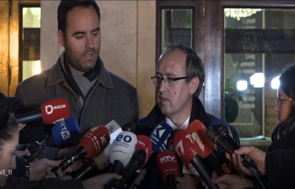 Završen sastanak Samoopredeljenja i DSK-a, nema dogovora
