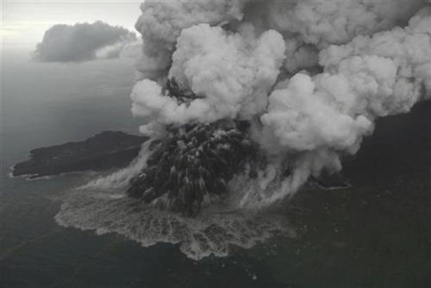Indonezija: Vulkan ključa, strah od novog cunamija