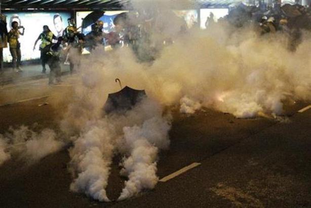 Hong Kong: Policija bacila suzavac na demonstrante
