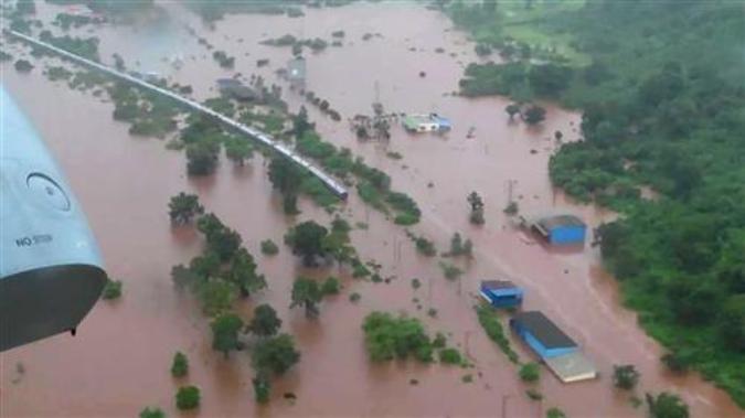 Indija, evakuisano svih 700 putnika iz poplavljenog voza