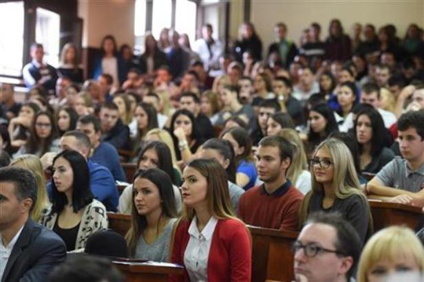 Vlada Srbije povećala broj brucoša na budžetu