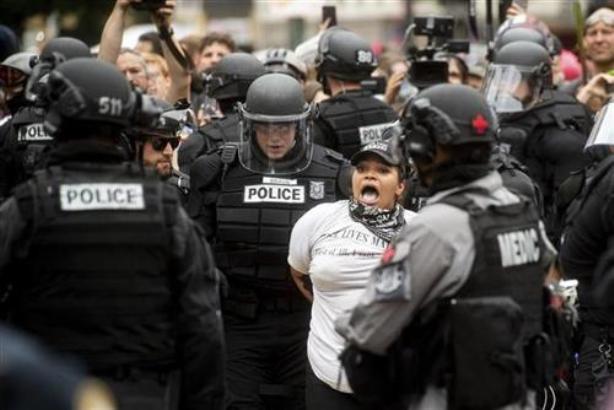 Hapšenja i zaplene oružja na protestima u Portlandu