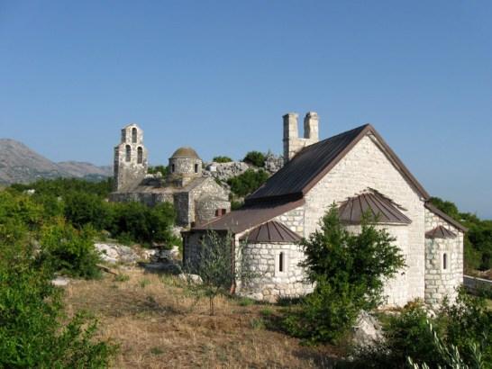 U manastiru Beška na Skadru Albanci pretili monahinjama