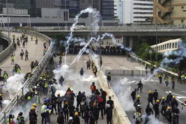 Ponovo suzavac i hapšenja na protestima u Hongkongu