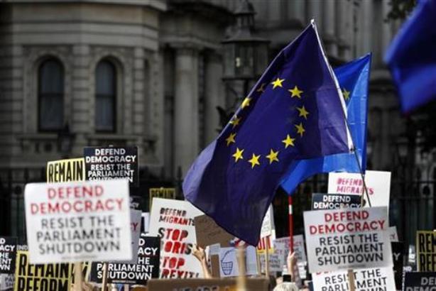 U britanskim gradovima protesti protiv Džonsonove odluke