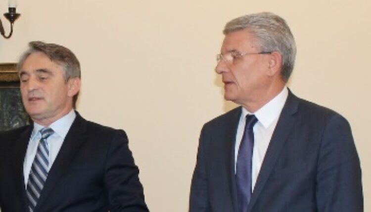 Džaferović i Komšić odbili sastanak sa Hanom