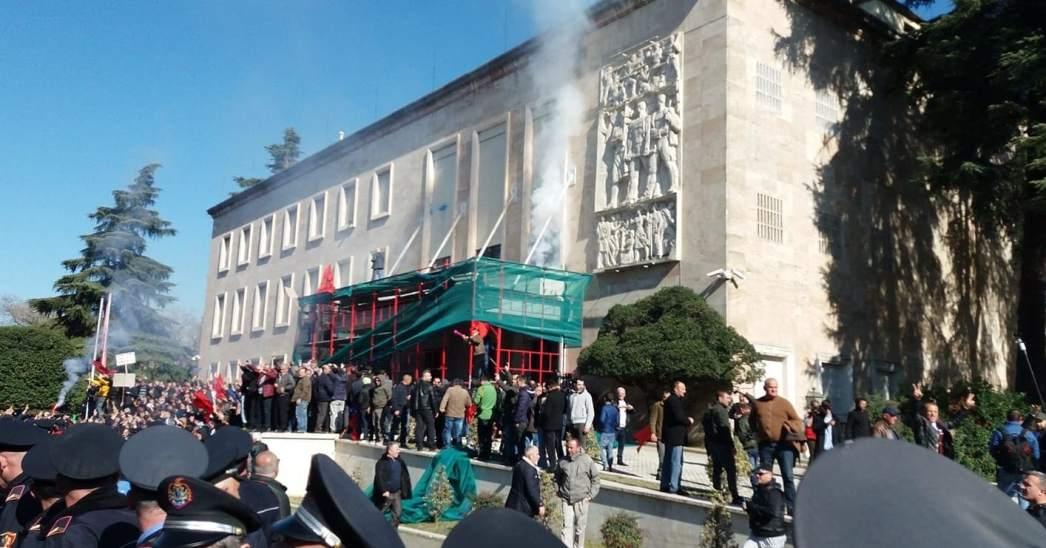 Antivladin protest u Tirani obezbeđivaće 1.200 policajaca