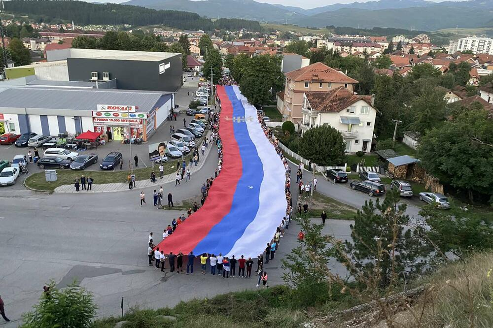 Širom Crne Gore održane protestne šetnje