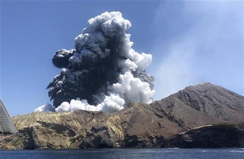 Aktivnost vulkana odložila potragu za žrtvama