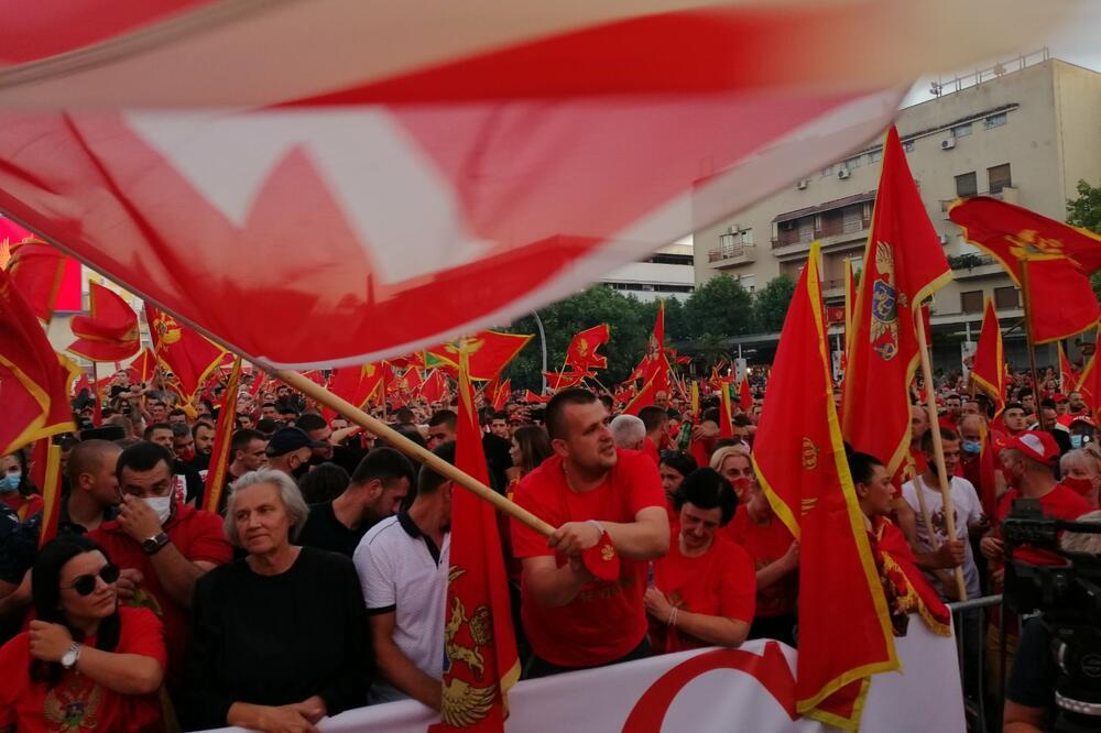 Više hiljada građana na skupu na Trgu nezavisnosti u Podgorici
