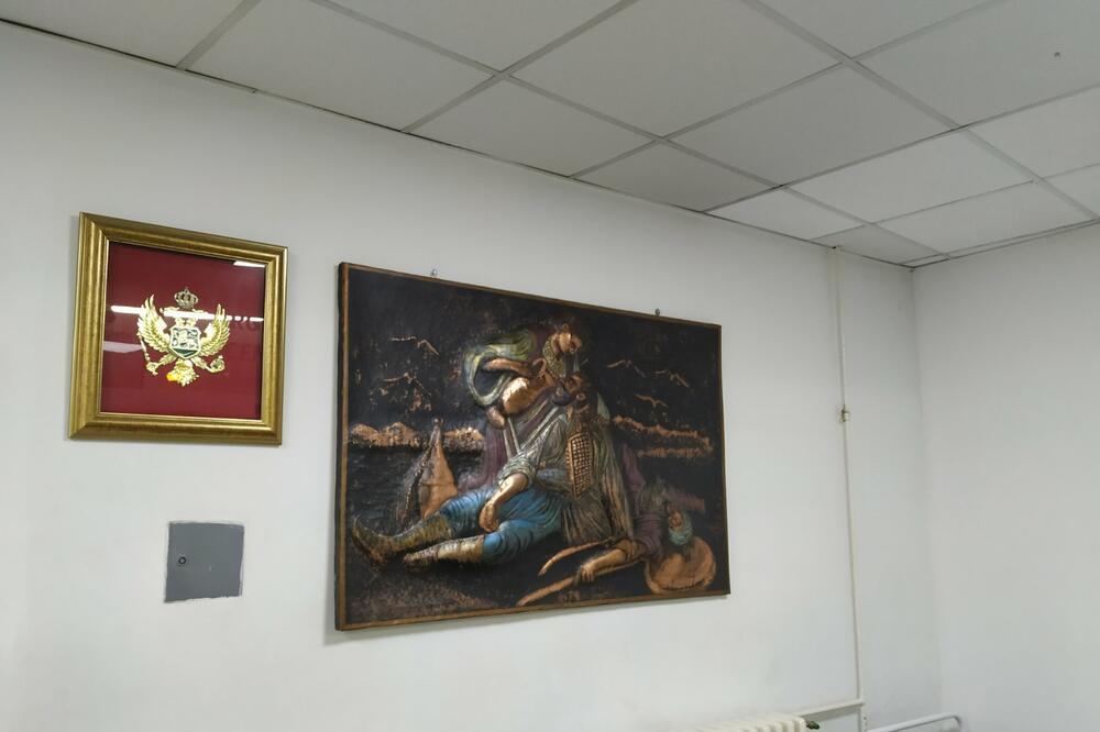 """Bakrorez """"Kosovka devojka"""" vraćen u hol Urgentnog centra Crne Gore"""