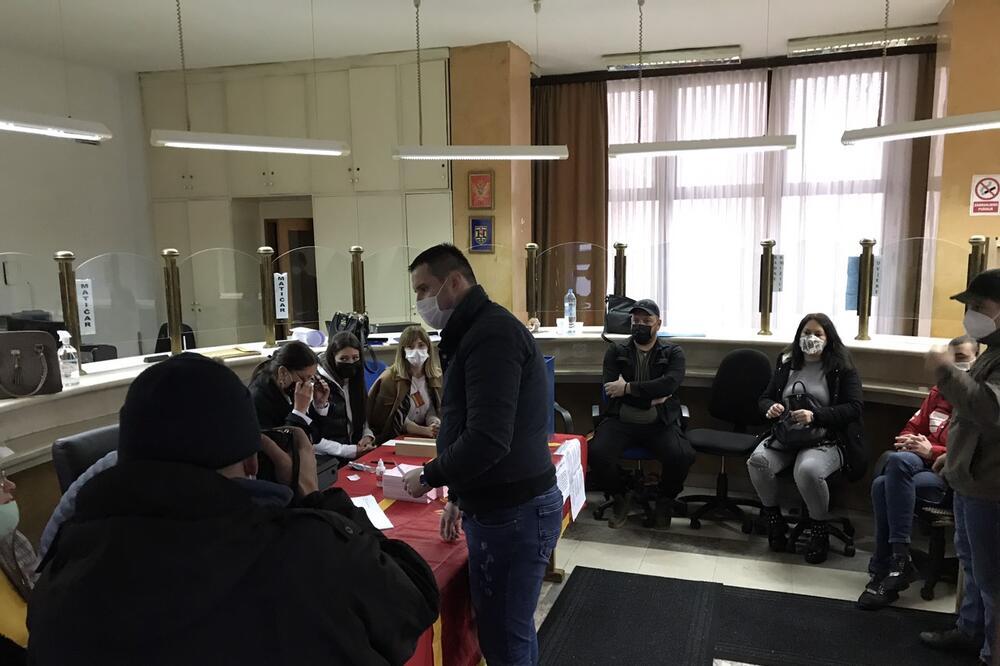 Otvorena biračka mesta za lokalne izbore u Nikšiću
