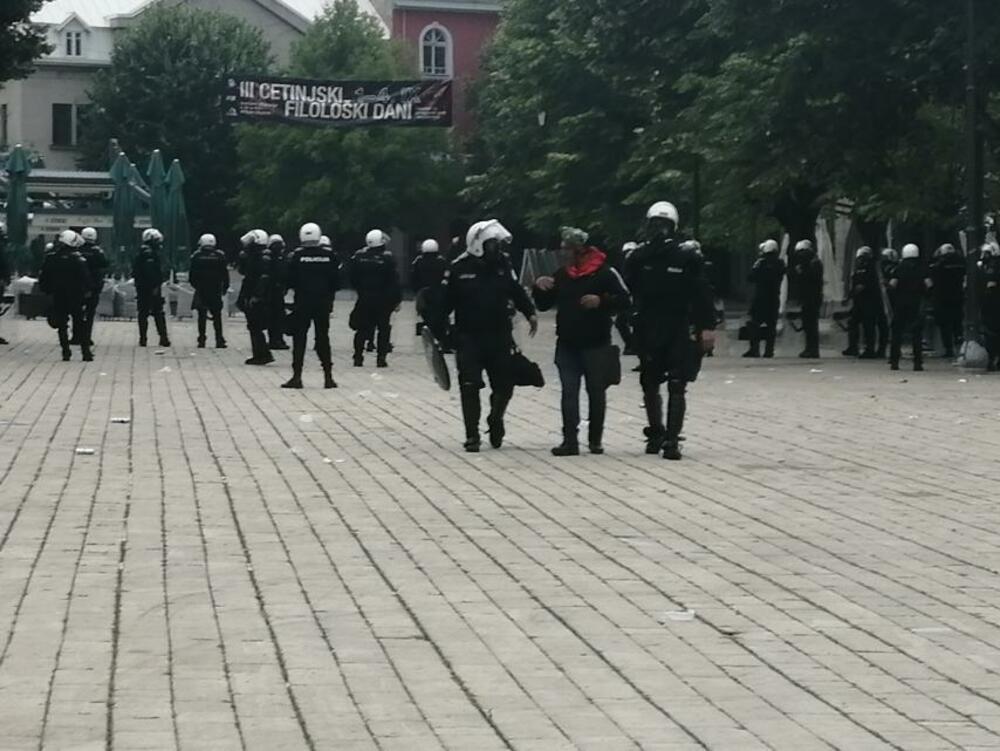 Na Cetinju povređeno više demonstranata i policajaca