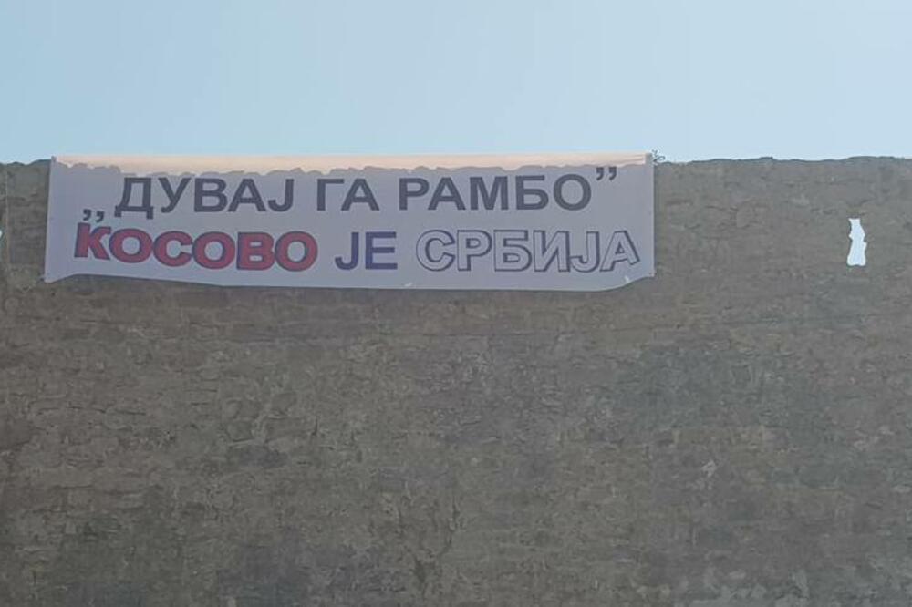U Budvi transparent podrške Srbima na KiM