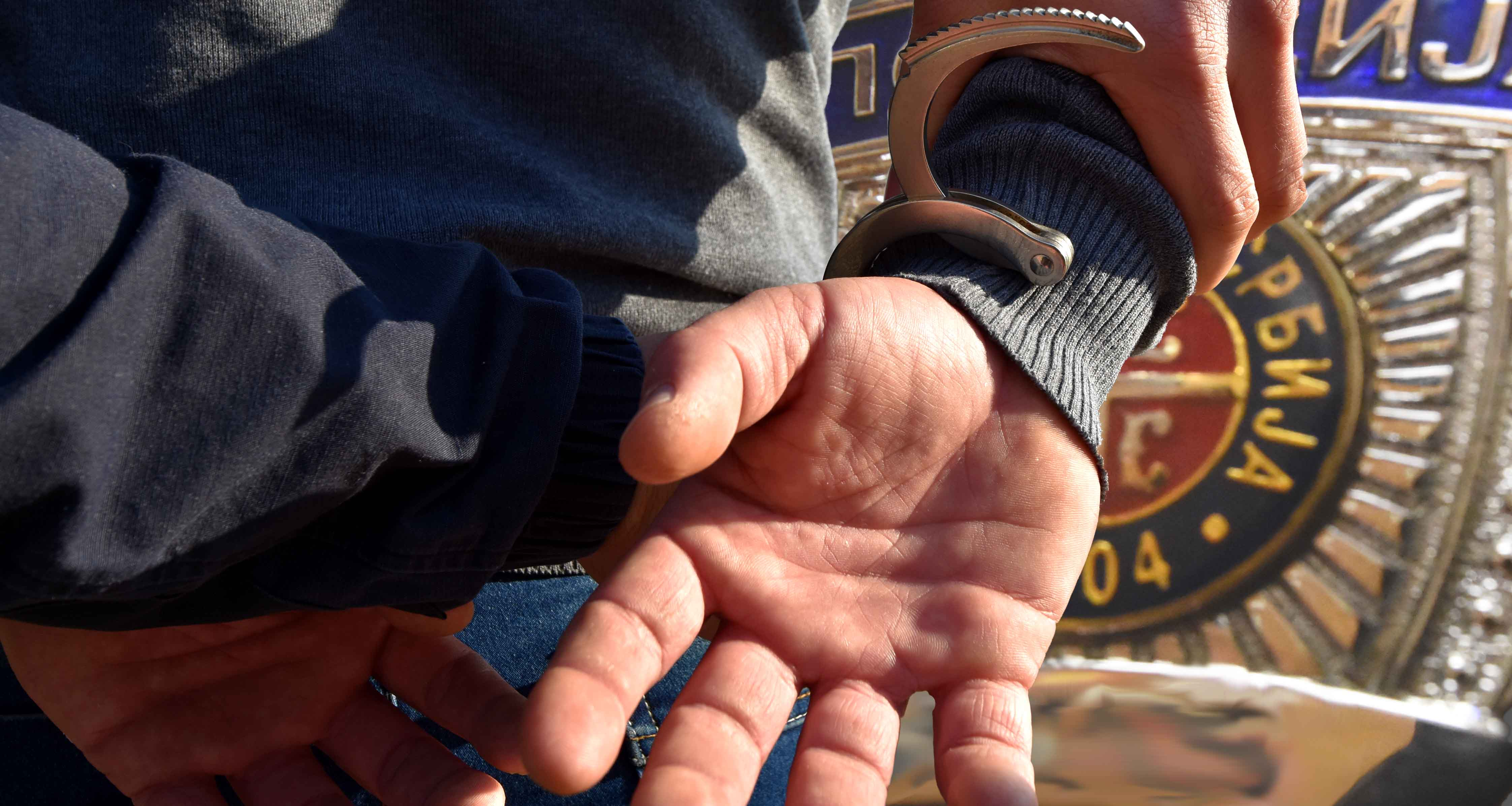 Uhapšen policajac - osamdesetogodišnjeg sugrađanina pratio do banke