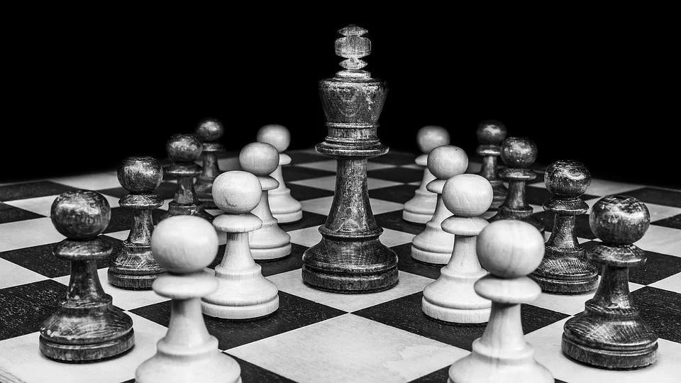 Karlsen organizuje onlajn turnir u šahu