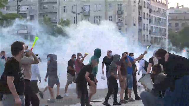 Agencije: Ekstremisti napadima izazvali policiju i nerede