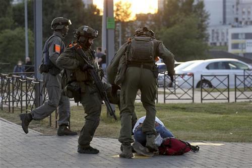 Na protestima u Belorusiji nasilje, 2.000 uhapšenih