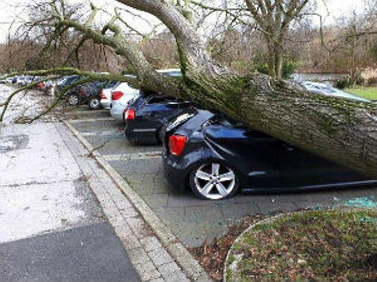 Oluja u Nemačkoj-otkazani letovi, jedna osoba poginula