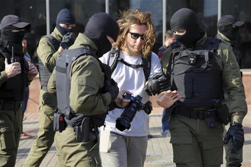 Na protestima u Minsku uhapšeno nekoliko demonstranata