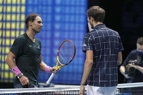 Preokret Medvedeva protiv Nadala za finale Londona